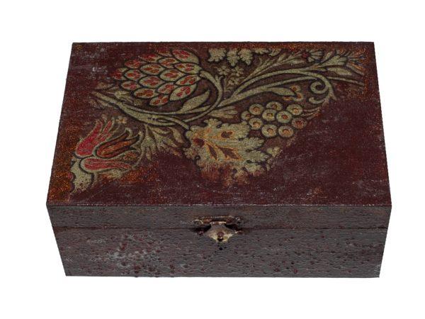 Дървена кутия за бижута ръчно декорирана