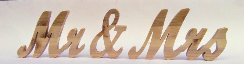 надпис-mr-mrs-от-дърво