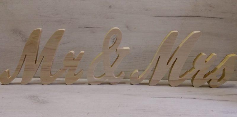 Надпис за сватбена маса Mr & Mrs